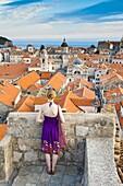 Tourist sightseeing on Dubrovnik City Walls, Old Town, UNESCO World Heritage Site, Dubrovnik, Dalmatian Coast, Croatia, Europe