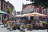 Outdoor cafe, old town, UNESCO World Heritage Site, Bruges, Flanders, Belgium, Europe