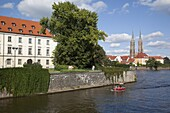 River Odra (River Oder) and Cathedral, Old Town, Wroclaw, Silesia, Poland, Europe