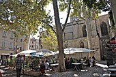 Street cafes in the old city of Avignon, Vaucluse, Provence, France, Europe
