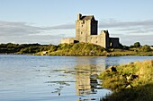 Dunguaire (Dungory) Castle, Kinvarra, County Galway, Connacht, Republic of Ireland (Eire), Europe