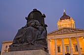 Queen Victoria statue and Legislative Building, Winnipeg, Manitoba, Canada, North America