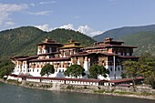 Punakha Dzong located at the junction of the Mo Chhu (Mother River) and Pho Chhu (Father River) in the Punakha Valley, Bhutan, Asia