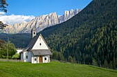 Church and Latemar Group mountains near Welschnofen, Bolzano Province, Trentino-Alto Adige/South Tyrol, Italian Dolomites, Italy, Europe