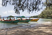Travel boats moored on Bamboo Island, Sihanoukville, Cambodia, Indochina, Southeast Asia, Asia