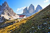 Hut Rifugio Locatelli with Paternkofel and Three Peaks, Val Pusteria Valley, Sesto, Dolomites, South Tyrol, Veneto, Alto Adige, Three Peaks (Tre Cime di Lavaredo) Nature Park, UNESCO world heritage side, Italy, European Alps, Europe