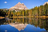 Lake Lago Antorno in autumn, reflection of Three Peaks, Tre Cime di Lavaredo, Drei Zinnen, Belluno, Veneto, South Tyrol, Alto Adige, UNESCO world heritage side, Italy, European Alps, Europe