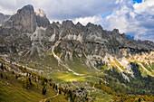 Autumn at hiking trails of Rosengarten, Catinaccio, St. Zyprian, Tiers, Tiers Valley, Nature Park Schlern Rosengarten, Dolomites, South Tyrol, Alto Adige, UNESCO world heritage side, Italy, European Alps, Europe