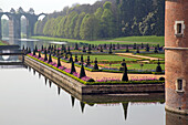 the canal and ponds with the vauban aqueduct and andre le notreÆs french-style garden, chateau de maintenon, eure-et-loir (28), france