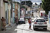 Hauptstrasse durch alten Teil des Dorfes Andarai, nahe Rathaus, Ostgrenze des Chapada Diamantina National Park, Andarai, Bahia, Brasilien