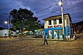 Dorfladen am Hauptplatz im Dorf Igatu, Suedostteil des Chapada Diamantina National Park, Igatu, Bahia, Brasilien