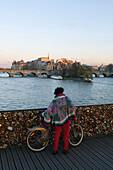 France, Paris, 75, 1st ARRT, Pont des Arts, woman with a Velib'