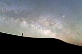 Morocco, Draa Valley, Tinfou, Tinfou dunes, Tourists admiring the Milky Way