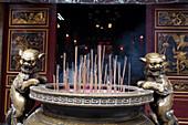 Räucherstäbchen vor einem chinesischen Tempel in Kaohsiung, Taiwan, Republik China, Asien