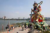 Statue oft he Emperor oft he Sky at the lake lotus in Kaohsiung, Taiwan, Republik China, Asia