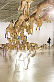 Installation Head On, Wölfe, Besucher, Ausstellung von Cai Guoqiang, Cai Guo-Qiang, The Ninth Wave, 8.8.-26.10.2014, Shanghai Power Station of Art, Kunst, Museum, Schanghai, Shanghai, China, Asien