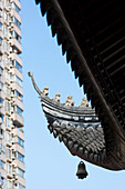 Roof detail, bell, roof figures, Yufo Temple, Jade Buddha Temple, buddhist monastery, skyscraper, traditional architecture, Putuo District, Shanghai, China, Asia