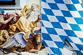 bemalte Hauswand und Bayernflagge, Garmisch-Partenkirchen, Oberbayern, Bayern, Deutschland