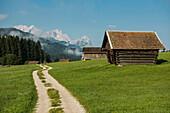 Lake Geroldsee, Wagenbruechsee, Kruen, near Garmisch-Partenkirchen, Bavaria, Germany