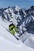 Skifahrer im Vallee Blanche, Aiguille du Midi 3842 m, Chamonix, Frankreich