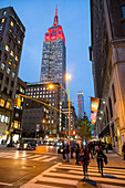 5th Avenue, 5, E 30 Street, Empire State Building at twilight, traffic lights, midtown, Manhattan, New York City, USA, America