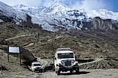 4x4 vehicles, Jeeps close to Muktinath, Mustang, Nepal, Himalaya, Asia