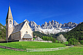 The Church of Ranui and the Odle group in the background, St. Magdalena, Funes Valley, Dolomites, South Tyrol, Italy, Europe