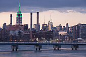 East River, Midtown, Empire State Building, Manhattan, New York, USA