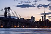 East River, Williamsburg Bridge, Downtown, World Trade Center, Manhattan, New York, USA