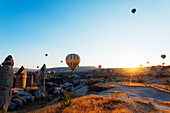 Balloon flight over Goreme, UNESCO World Heritage Site, Goreme, Cappadocia, Anatolia, Turkey, Asia Minor, Eurasia