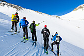 Mountain Guide ski touring with a group, avalanche assessment on a ski tour, risk management with groups, Heidelberger gap, Silvretta, Tirol, Austria