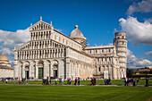 piazza del duomo et tour de pise, site inscrit sur la liste du patrimoine mondial de l'unesco, pise, toscane, italie, union europeenne