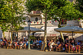louis xiv square, the house of louis xiv, terrace of the cafe le suisses, saint jean de luz, basque country, (64) pyrenees atlantiques, aquitaine
