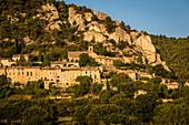 village of seguret, vaucluse (84), paca, provence alpes cote d'azur, france