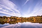 Bucher Stausee im Herbst, Rainau, bei Aalen, Ostalbkreis, Baden-Württemberg, Deutschland