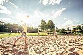 Beach Volleyball, Bucher Stausee, Rainau, bei Aalen, Ostalbkreis, Baden-Württemberg, Deutschland