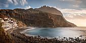 Ferienunterkünfte und Restaurants an Felsenbucht Playa de Alojera, La Gomera, Kanarische Inseln, Kanaren, Spanien, Langzeitbelichtung