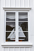 Model of a sailing boat in a window of a swedish cottage, Grundsund, Island Skaftö, Bohuslän, Västergötland, Götaland, South Sweden, Sweden, Scandinavia, Northern Europe, Europe