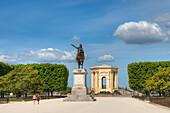 Statue of Louis XIV, Promenade du Peyrou, water tower Chateau d'Eau, Montpellier, Herault, Longuedoc-Roussillon, France