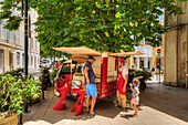 Ice-cream seller, Aix-en-Provence, Bouches-du-Rhone, Provence-Alpes-Cote d'Azur, France
