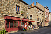Walk through the old city of Josselin, River Oust and, Canal de Nantes à Brest, Departement Morbihan, Brittany, France, Europe