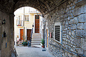 a mazer of narrow alleys and laneways is typical for the historic centre of Pratola