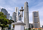 Singapore, Raffles staue against the modern highrise of the financial district.