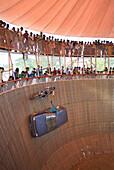 'India, Bihar, Patna region, Sonepur livestock fair, The fun fair, ''The well of death'' show.'