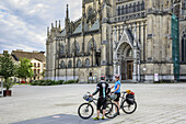 Two persons with bikes standing in front of new cathedral, New Cathedral, Linz, Danube Bike Trail, Upper Austria, Austria