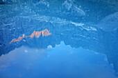 Spiegelung von Bergpanorama im Lago di Sorapis, Lago di Sorapis, UNESCO Weltnaturerbe Dolomiten, Dolomiten, Venetien, Venezien, Italien