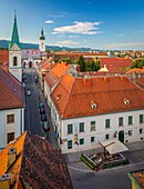 Zagreb is a vibrant city of around 800,000 people (metropolitan area: 1,200,000). The city boasts a charming medieval ´old city´ with architecture and cobbled streets reminiscent of Vienna, Budapest, Prague and other Central-European capitals. Seen here i