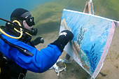 Underwater artist Yuriy Alexeev (Yuri Alekseev) paints a picture under water. Lake Baikal, Listvyanka, Irkutsky District, Irkutsk Oblast, Siberia, Russia, Eurasia.