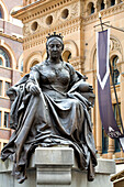 Australia, New South Wales, Sydney, Central Business District, Queen Victoria statue by John Hughes in front of the Queen Victoria Building