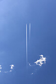 Airplanes in the sky, traffic, transportation